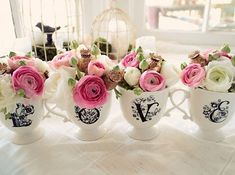 (¯`•.•´¯)¸•´¯`☆ .   `•.¸¸.•´♥Xícaras avulsas se tornam pequenos vasos de flores coloridas