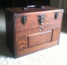 Tool Chest~ - trunks and chests oh my, oh my. Old Tool Boxes, Wood Tool Box, Wooden Tool Boxes, Antique Tools, Old Tools, Vintage Tools, Gerstner Tool Chest, Drafting Tools, Man Of The House