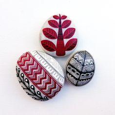 #taşboyama #piedraspintadas #sassidipinti #paintedstones #rockpainting #red #chevron #leaf #leaves #inkart #dalerrowney #schmincke…