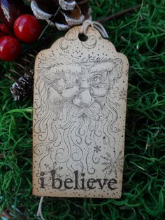 I Believe Tag, Vintage Santa, Christmas Tag, Holiday Tag, Santa Clause Tag    These tags have a vintage style Santa on them. There are snowflakes