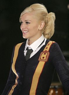 Gwen Stefani Hair (I also love this outfit!)