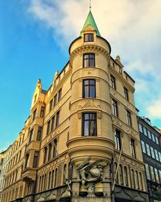 The #dragon tower at Palægade (Palace street) in #Copenhagen #Denmark - the entire building is visible. Anno: 1900-1902. Architect: Emil Blichfeldt. Office and apartment building. The dragon is carved in granite. The round corner tower has a large copper spire the facade is rich ornamented and among the most beautiful buildings in Copenhagen. #tipkbh #awesupply #sharecph #tickthebucketlist #ic_architecture #ig_ometry #oldbuilding #oldbuildings #Oldcopenhagen #beautifulbuilding…