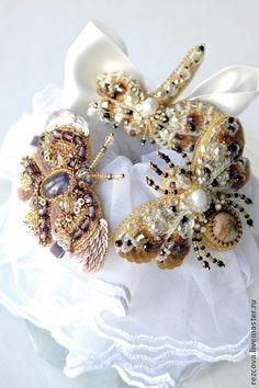 3 броши - бабочка, стрекоза и пчела - бежевый,золотой,ручная вышивка,насекомые