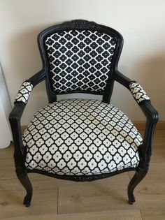 42 Ideas Vintage Design Chair Upholstery For 2019 Furniture Repair, Furniture Makeover, Chair Upholstery, Upholstered Chairs, Black And White Furniture, Rattan Armchair, Painted Chairs, Luxury Decor, Funky Furniture