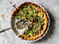 The only basic quiche recipes you'll ever need! Everyone needs a basic quiche recipe. This savory tart is the perfect make-ahead meal for brunches, lunches, and even dinner—but it's not. Basic Quiche Recipe, Quiche Recipes, Brunch Recipes, Egg Recipes, Recipies, Tart Recipes, Breakfast Dishes, Breakfast Recipes, Breakfast Ideas