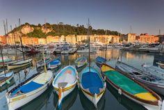 Nizza, Côte d'Azur. Entdecken Sie diese Stadt zwischen Bergen und Meer und besuchen Sie die Altstadt von Nizza und ihre zahlreichen Paläste, Schlösser und Kirchen.