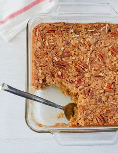 This Maple Pecan Baked Oatmeal is filled with wholesome oats, studded with chopped pecans and lightly sweetened with pure maple syrup. Fancy enough to serve for brunch, but awesome as a make-ahead breakfast for the week as well. Make Ahead Breakfast, Breakfast Bake, Healthy Breakfast Recipes, Brunch Recipes, Brunch Foods, Brunch Menu, Breakfast Items, Brunch Ideas, Vegan Breakfast