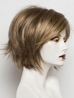 """It can not be repeated enough, bob is one of the most versatile looks ever. We wear with style the French """"bob"""", a classic that gives your appearance a little je-ne-sais-quoi. Here is """"bob"""" Despite its unpretentious… Continue Reading → Bobs For Thin Hair, Short Hair With Bangs, Short Hair Cuts, Short Hair Styles, Blonde Bob Haircut, Lob Haircut, Ombre Bob Hair, Wavy Hair, Layered Bob Hairstyles"""