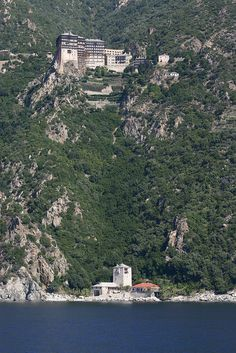 °°Simonopetra monastery, Mount Athos in Greece°° Great Places, Beautiful Places, Paradise On Earth, World Religions, Costa, Ancient Ruins, Thessaloniki, Place Of Worship, Greece Travel