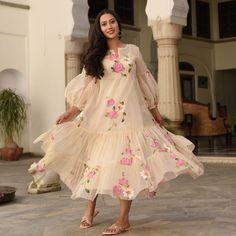 Stylish Dress Designs, Stylish Dresses, Fashion Dresses, Gawn Dress, Western Gown Design, Indian Dresses, Indian Outfits, Sleeves Designs For Dresses, Kurti Designs Party Wear
