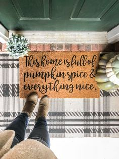 Dress up your front porch by layering these adorable fall doormats over larger flat weave rugs. It makes quite the cozy first impression for fall! As with most everything in my home I like to change my decor out for each new season. I do some seasons big Fall Home Decor, Autumn Home, Diy Home Decor, Fall Doormat, Pumpkin Crafts, Fall Crafts, Diy Crafts, Design Crafts, Decor Crafts
