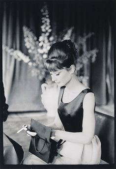 Audrey Hepburn~ One of the most uniquely beautiful woman of her time, and will always be a timeless beauty. She is one of my own personal picks of Old Hollywood glamour. Old Hollywood, Hollywood Glamour, Classic Hollywood, George Hurrell, Divas, Audrey Hepburn Outfit, Aubrey Hepburn, Actrices Hollywood, Zooey Deschanel