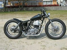 Scooter Motorcycle, Motorcycle Design, Motorcycle Style, Honda Bobber, Bobber Chopper, Yamaha, Custom Bobber, Custom Bikes, Bobber Style