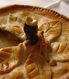 Calling Birds - place 4 in your favorite holiday pie.) ~ Blackbird Pie Funnel - traditional idea to make sure your festive pies look extra special . Pie Bird, Holiday Pies, Best Pie, No Bake Desserts, Pie Recipes, Food Inspiration, Birds, Stuffed Peppers, Dishes