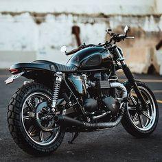 by @jasonlphotos . #thruxton #caferacer #motorcycle #triumph