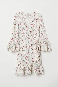 82421b6c5a Wzorzysta sukienka kopertowa - Naturalna biel Kwiaty - ONA