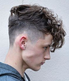 Messy Textured Curly Hair Men - Best Messy Hairstyles For Men: Cool Short, Medium and Long Messy Hair For Guys Hairstyles For Teenage Guys, Cool Hairstyles For Men, Haircuts For Men, Retro Hairstyles, Popular Hairstyles, Men's Haircuts, Medium Haircuts, Boys Haircuts 2018, Male Haircuts Curly