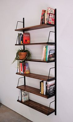 8 pieces of furniture and accessories for a tidy room! Diy Bookshelf Wall, Wall Mounted Bookshelves, Custom Bookshelves, Industrial Bookshelf, Bookshelf Ideas, Office Wall Shelves, Room Shelves, Tidy Room, Custom Wall