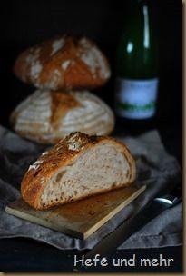 Federweißer Brot - Ein Brot, das nur mit der Hefe aus Federweißem gebacken wird.