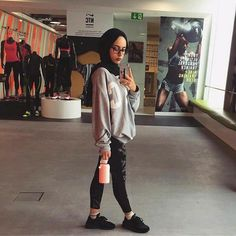 Modest gym outfits gym wear ideas for modest workout look Modest Dresses, Modest Outfits, Sport Outfits, Gym Outfits, Sport Style, Hijab Outfit, Sports Illustrated, Sports Hijab, Sport Fashion