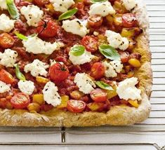 Ricotta & basil pizza bread - dinner this week for sure! Bbc Good Food Recipes, Bread Recipes, Vegan Recipes, Yummy Food, Pizza Recipes, Pizza Nutrition Facts, Food Nutrition, Coconut Milk Nutrition, Pizza