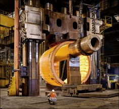 Forging a 140-ton steam generator shell.