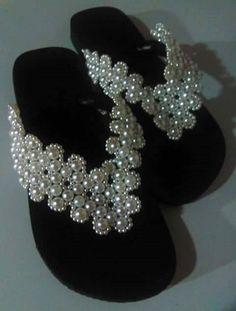 Compre chinelo Bordado com perolas no Elo7 por R  45 1136ad8428d0c