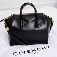 Givenchy Bag Only used once. Basicly brand new Givenchy Bags Totes Luxury Bags, Luxury Handbags, Fashion Handbags, Purses And Handbags, Fashion Bags, Designer Handbags, Designer Bags, Luxury Designer, Fashion Jewelry