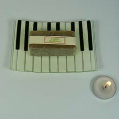 Jabonera piano. Jabonera para lavabo, simulando teclas de piano.