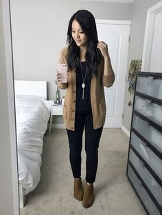 Timeless And Comfy Jean Outfits For Travelling - Work Outfits Women Casual Work Outfits, Mode Outfits, Work Casual, Jean Outfits, Chic Outfits, Classy Outfits, Gym Outfits, Casual Office, Office Attire