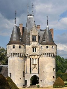 Castle Ruins, Castle House, Medieval Castle, Beautiful Castles, Beautiful Buildings, Architecture France, Palaces, French Castles, Château Fort