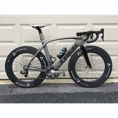 from Trek Madone Yey or ney? - Road Bike - Ideas of Road Bike - from Trek Madone Yey or ney? Road Cycling, Cycling Bikes, Cycling News, Cycling Art, Cycling Jerseys, Trek Madone, Trek Bikes, Push Bikes, Bicycle Race