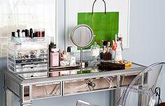 Pek çok kadının hayalidir şık bir makyaj masası... Henüz o harika masaya sahip olmayanlar için ilham verici örnekler Pudra.com'da.
