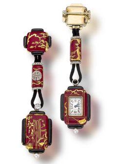 Cette montre de poche fut fabriquée pour la maison Lacloche. Elle est en or, diamants, émail et perles fines. Elle est typique de la production de la maison entre 1920 et 1930.