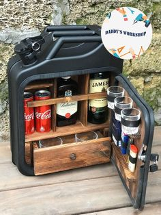 Simple Gifts, Cool Gifts, Diy Gifts, Best Gifts, Homemade Gifts, Jerry Can Mini Bar, Woodworking Projects, Diy Projects, Wine Gift Baskets