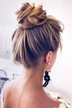 Fun And Easy Updos For Long Hair , Exquisite High Bun For Long Hair ❤️ Long hair updos are not only classy for a special occasion but a simple fix for a bad hair da. Easy Hairstyles For Medium Hair, Work Hairstyles, Graduation Hairstyles For Long Hair, Easy Casual Hairstyles, Highlighted Hairstyles, Cute Hairstyles Updos, Short Hair Bun, Buns For Long Hair, Long Hair Easy Updo