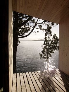 A remote cabin sauna overlooks a peaceful lake in central Chile, providing serenity and relaxation to its guests. The Lakefront Sauna by Panorama Cool Swimming Pools, Best Swimming, Lap Pools, Indoor Pools, Backyard Pools, Pool Decks, Pool Landscaping, Saunas, Ventana Windows
