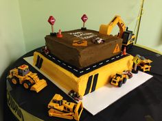 Construction cake, tractors, caterpillars front-end loader
