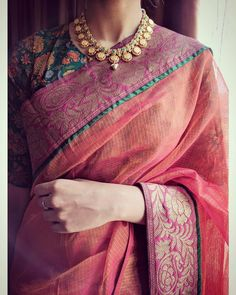 indian fashion Sari -- Click visit link above to see Indian Dresses, Indian Outfits, Indian Clothes, Indische Sarees, Modern Saree, Saree Trends, Stylish Sarees, Elegant Saree, Saree Look