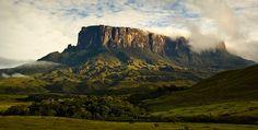 Monte Roraima – Venezuela, Brasil e Guyana Monte Roraima, Beautiful Places In The World, Places Around The World, Around The Worlds, Amazing Places, Places To Travel, Places To See, Travel Destinations, Danxia Landform