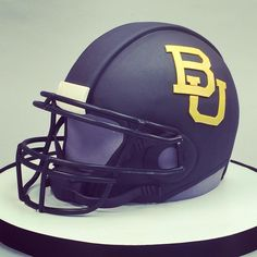 Black Baylor football helmet cake // #SicEm! This doesn't even look like a cake!