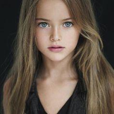 A 8 ans, Kristina Pimenova, une jeune russe, mannequin depuis ses trois ans, a déjà la réputation d'être la plus jolie petite fille du monde.