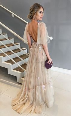 A few years ago nude party dress was a hit in fashion party.Since 2017 as a resounding success of rose, the nude dress ended up. Nude Party Dresses, Dance Dresses, Prom Dresses, Wedding Dresses, Long Party Dresses, 1950s Dresses, Nude Dress, I Dress, Pretty Dresses