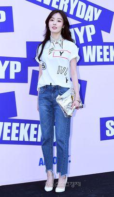 [포토] 한선화, 투명한 피부 미인~ - 한국스포츠경제 Han Sunhwa, In My Feelings, Beautiful Ladies, Asian Beauty, Kdrama, Korean, Actresses, Diet, Female