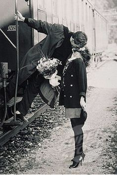 Couples Vintage, Vintage Love, Vintage Kiss, Black N White, Black And White Pictures, Old Pictures, Old Photos, Couple Pictures, Vintage Photographs
