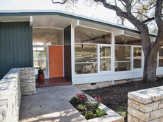 The property 4605 Laurel Canyon Dr, Austin, TX 78731 is currently not for sale on Zillow. Modern Landscape Design, Modern House Design, Modern Interior Design, Modern Exterior, Interior Exterior, Exterior Design, Exterior Colors, Mid Century Exterior, Design Moderne