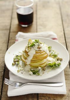 Pear Roquefort Salad (www.versesfrommykitchen.com). Love the sequence of photos.