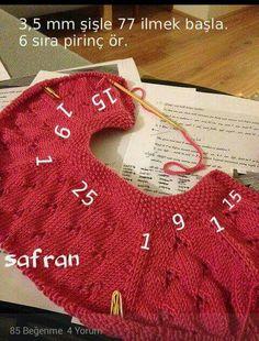 Yakadan başlama Kids And Parenting, Knitting For Kids, Baby Knitting Patterns, Knitting Stitches, Hand Knitting, Crochet Hooded Scarf, Knit Crochet, Knitted Baby, Knit Baby Sweaters