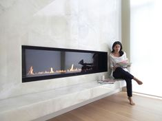 Good Snap Shots Contemporary Fireplace wall Strategies Modern fireplace designs can cover a broader category compared to their contemporary counterparts. Linear Fireplace, Home Fireplace, Marble Fireplaces, Modern Fireplaces, Modern Electric Fireplace, Simple Fireplace, Electric Fireplaces, Fireplace Ideas, Modern Stone Fireplace