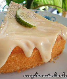 Dica de #lanche com gostinho especial... Este Bolo de Limão Simples com Cobertura é simples, fofinho, lindo e delicioso.  #Receita aqui: http://www.gulosoesaudavel.com.br/2011/12/07/bolo-limao-simple-cobertura/